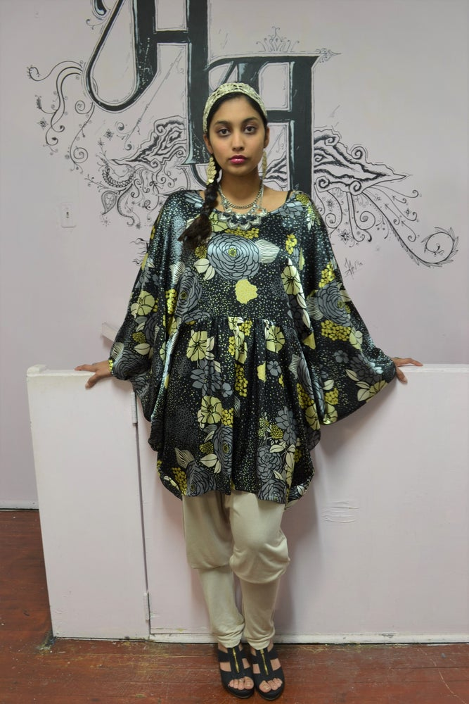 Image of Orient Infinity Kaftan Top.