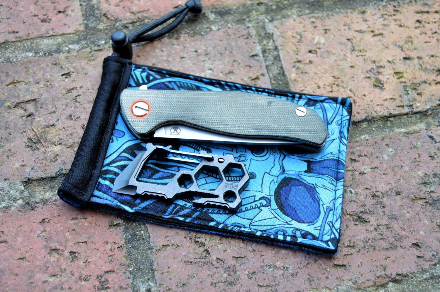 Image of Blue Skull Pouch