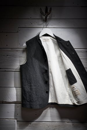 Image of Clayton Gilet - Charcoal