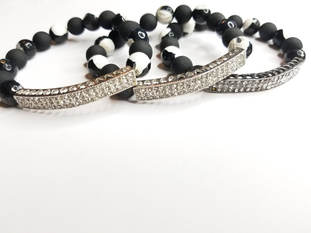 Image of Black & White Agate Gemstone with Matted Bead Bracelet