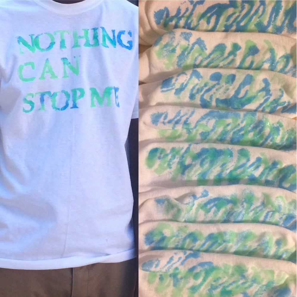 Image of Nothing can stop me T-shirt with 1 pair of non-slip socks.