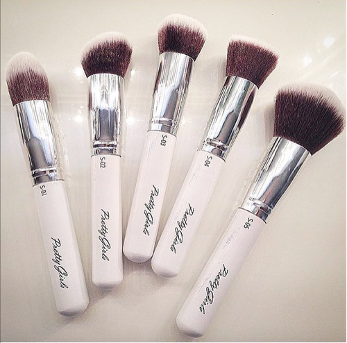 Image of PRETTY FLAWLESS 5- PIECE BRUSH SET - Prissy White