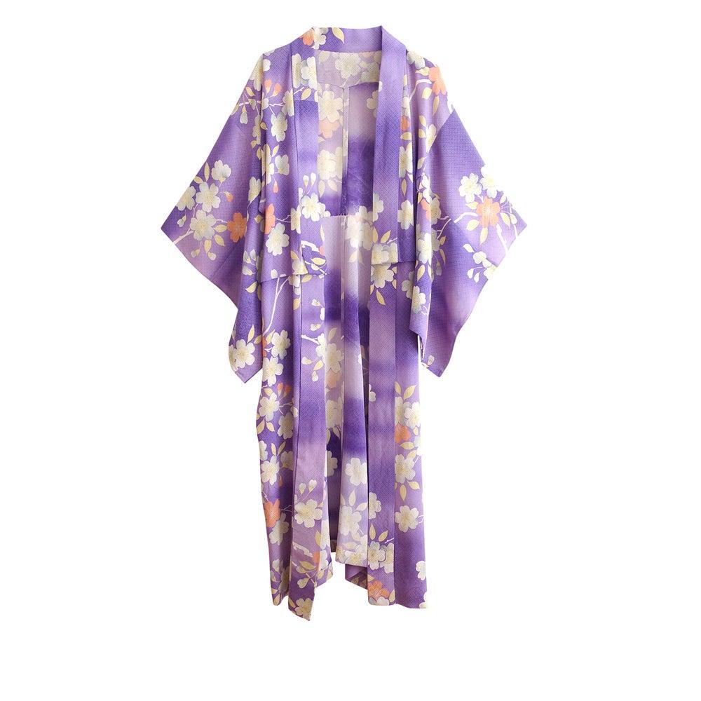 Image of Silke kimono lilla med hvide blomme blomster - kan forlænges