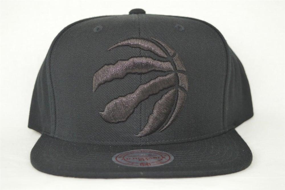 Image of TORONTO RAPTORS NBA BLACKED OUT XL LOGO MITCHELL & NESS SNAPBACK HAT