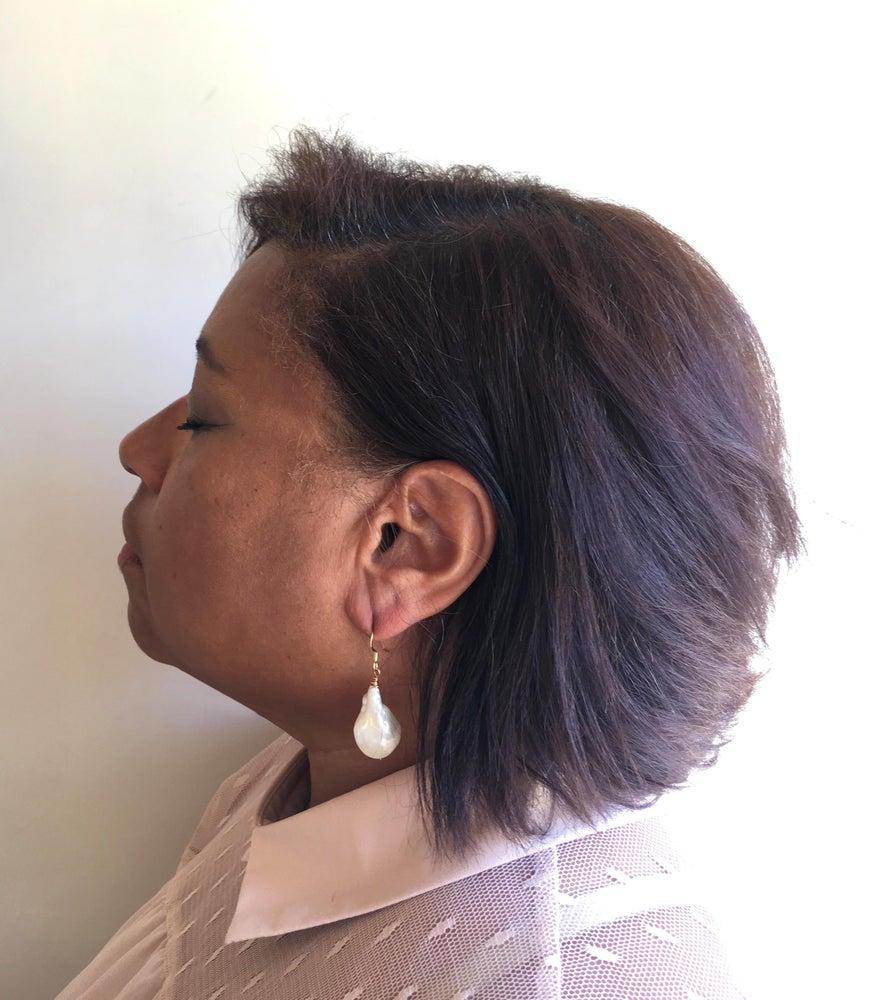 Image of Simple Baroque Drop Earrings