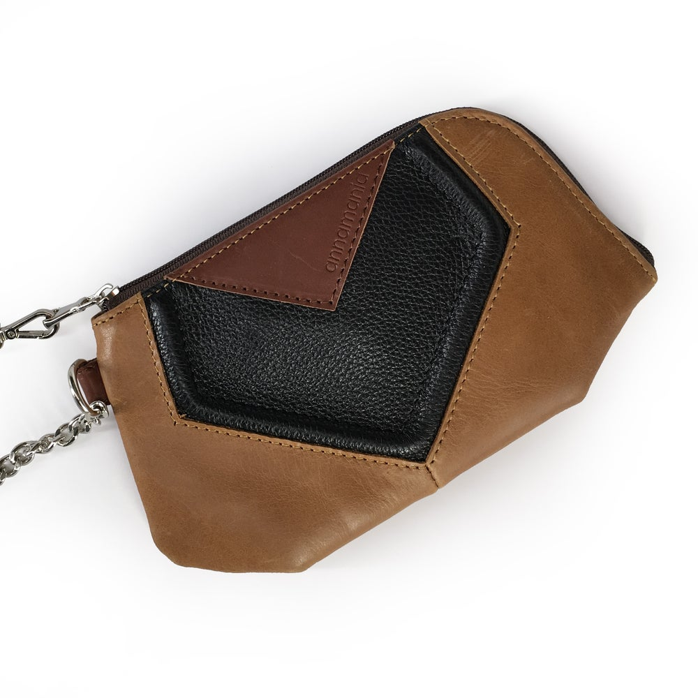 Image of GEOMETRY | black - tanned leather clutch | ~52€