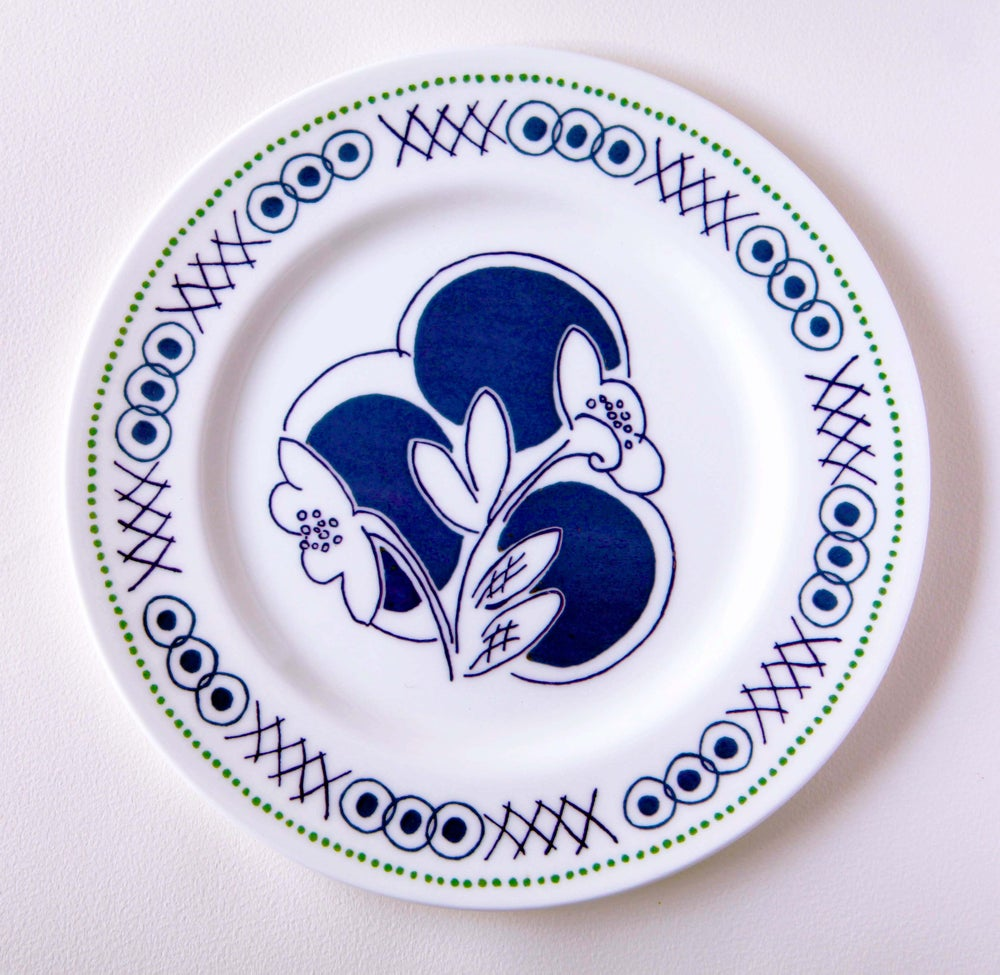 Image of 'Vanessa' large plate - click to view