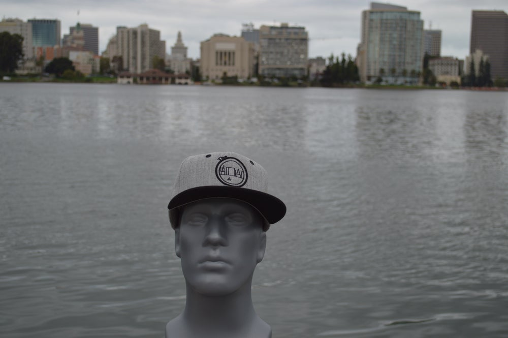 Image of The O Heather Grey / Black Bill Snap-back