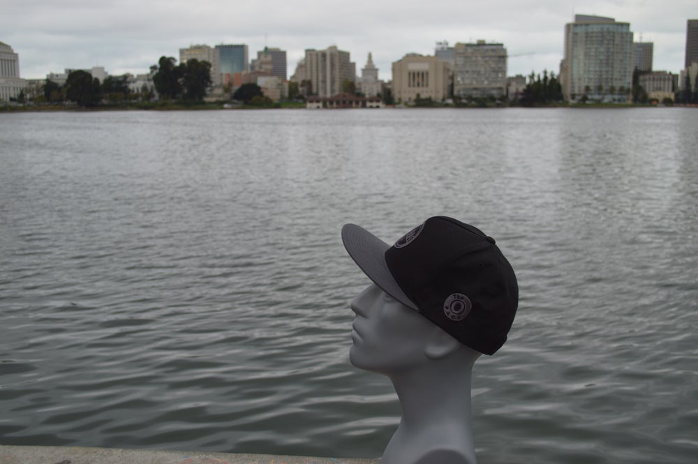 Image of The O black and grey / Grey bill snap-back