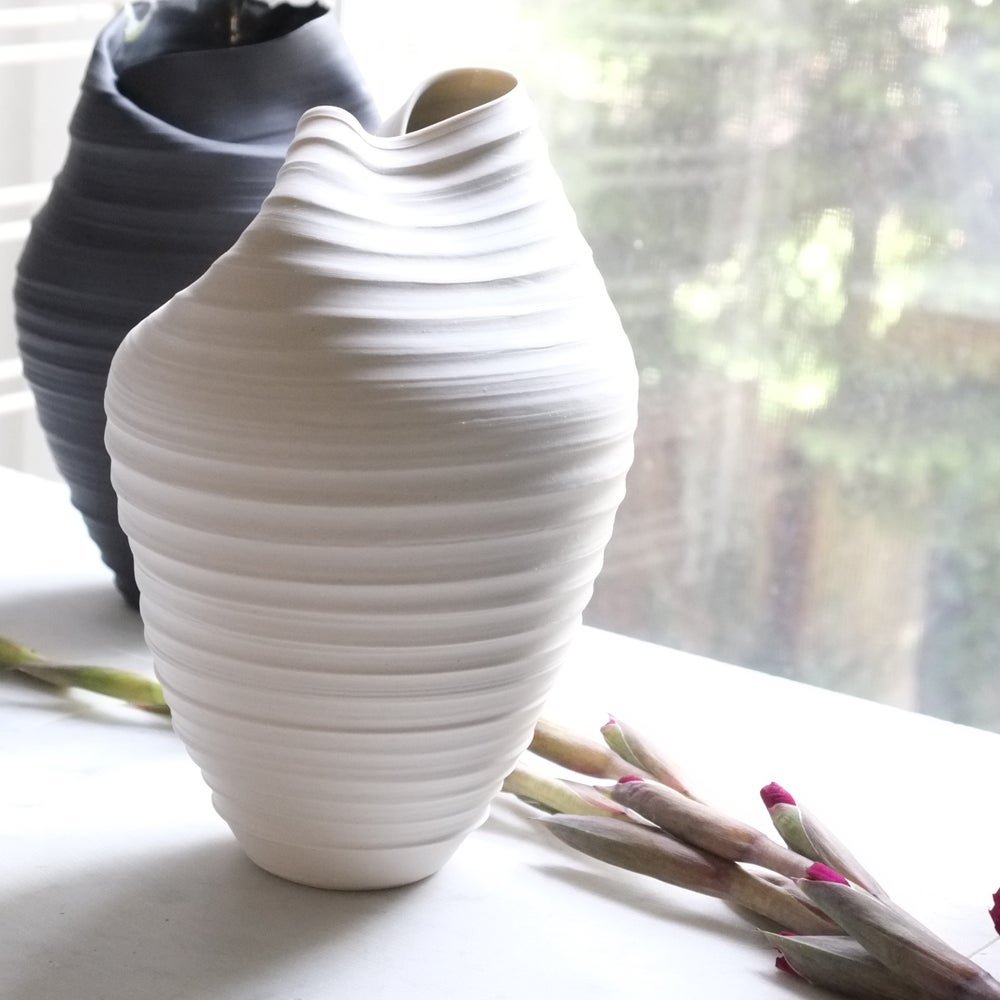 Image of Scorpion Vase, Warm White, #918