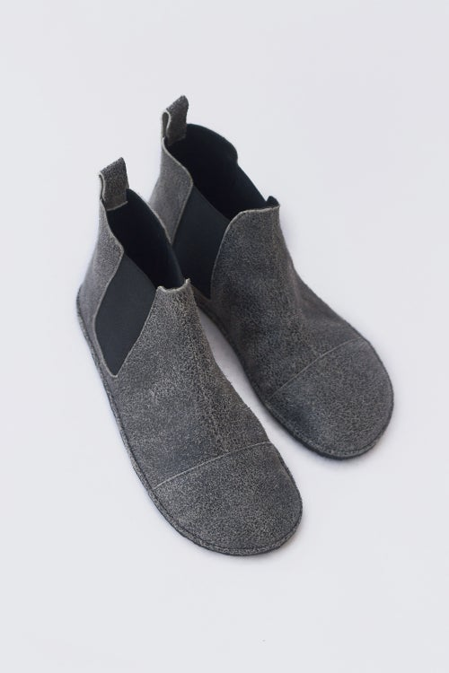 Image of Chelsea boots in Cracked Grey suede