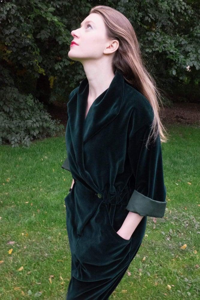Image of Mørkegrøn velour buksedragt