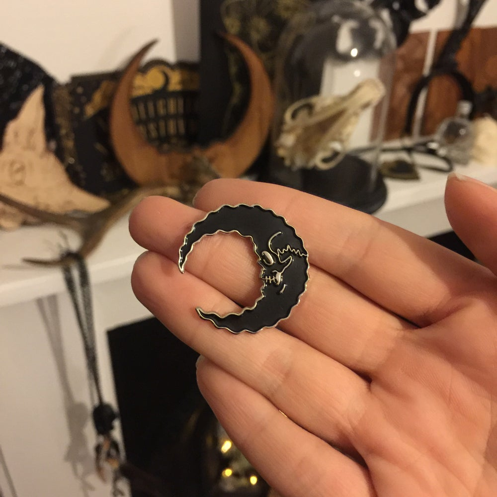 Image of Skully Moon - Silver base