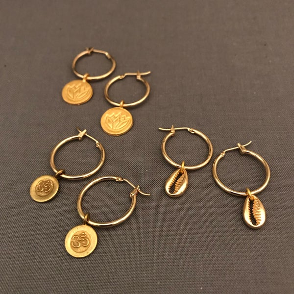 Image of demi - petite charm hoop earrings