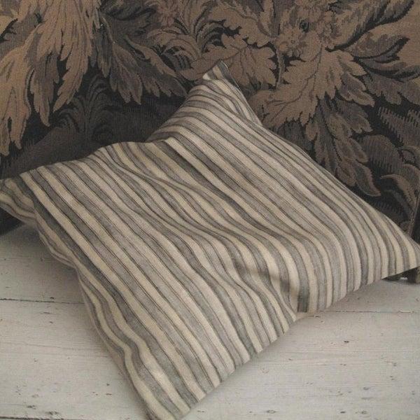 Image of STEEL GREY PRINTED STRIPE LINEN - linen back