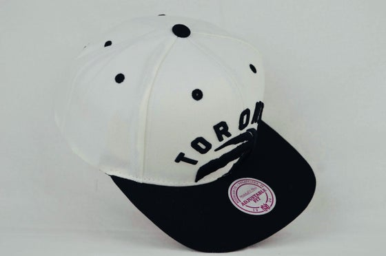 Image of Toronto Raptors Cropped XL logo White & Black Mitchell & Ness Snapback cap