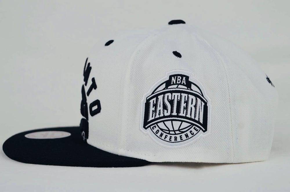 Image of Toronto Raptors Cropped XL logo White & Black Mitchell & Ness Snapback cap