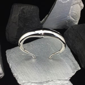 Image of SILVER DOUBLE TAPERD TENDRIL CUFF BRACELET I