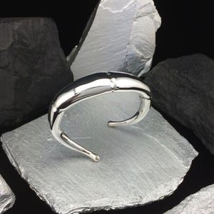Image of SILVER DOUBLE TAPERD TENDRIL CUFF BRACELET III