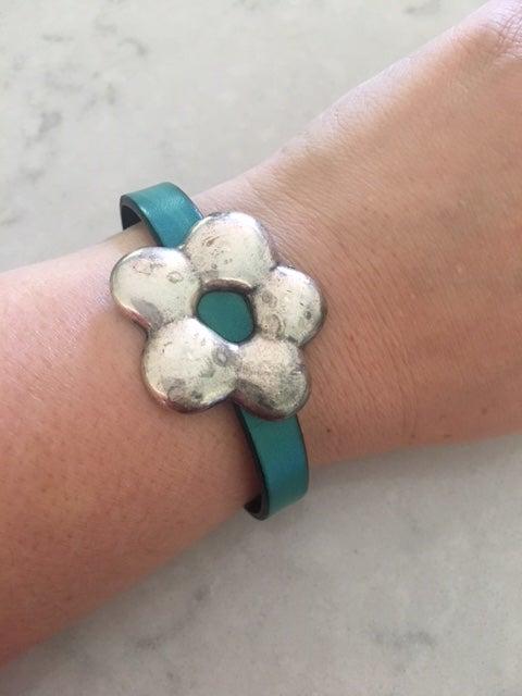 Image of Antique Daisy Leather Bracelet
