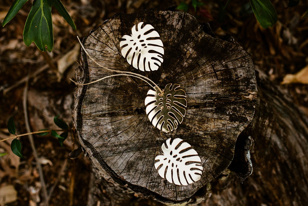 Image of Set of 3 MONSTERA LEAVES | GOLD MIRROR