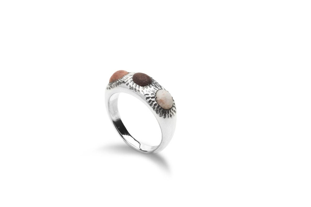Image of Arri ring with stones