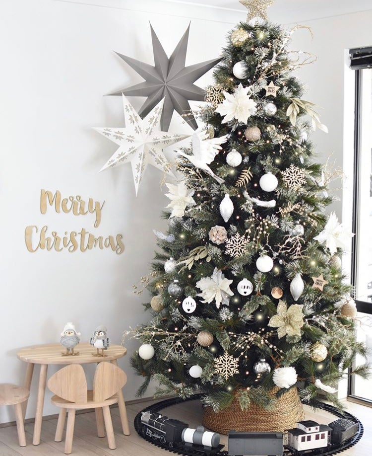 Big W White Christmas Tree: Products