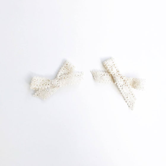 Image of Off White Vintage Lace Clips