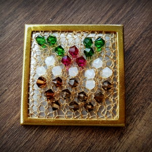 Image of Christmas Pudding Wire Brooch - Gold