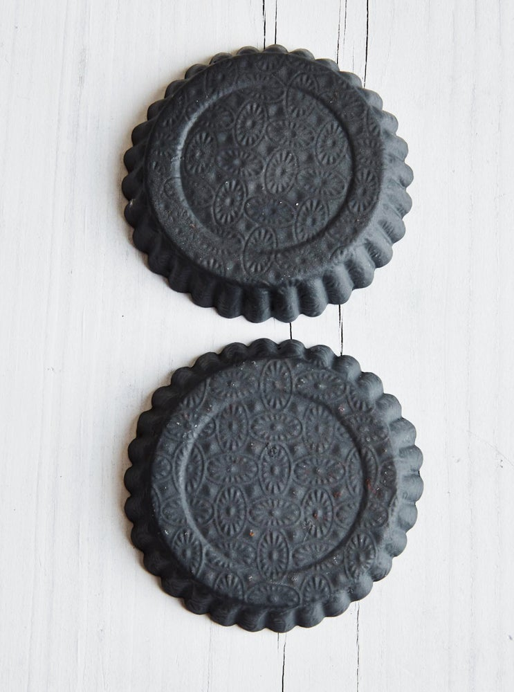 Image of embossed charcoal tart dish