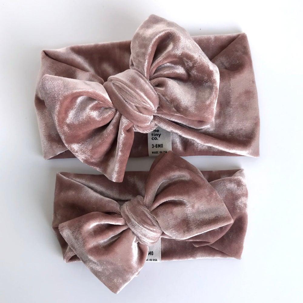 Image of blush crushed velvet // bow headband