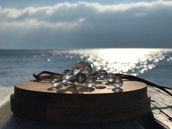 Image of cristal quartz atom pendant