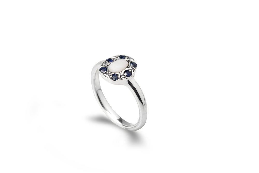 Image of Biarritz ring with stone and sapphires
