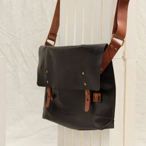 Image of Classic Messenger Large