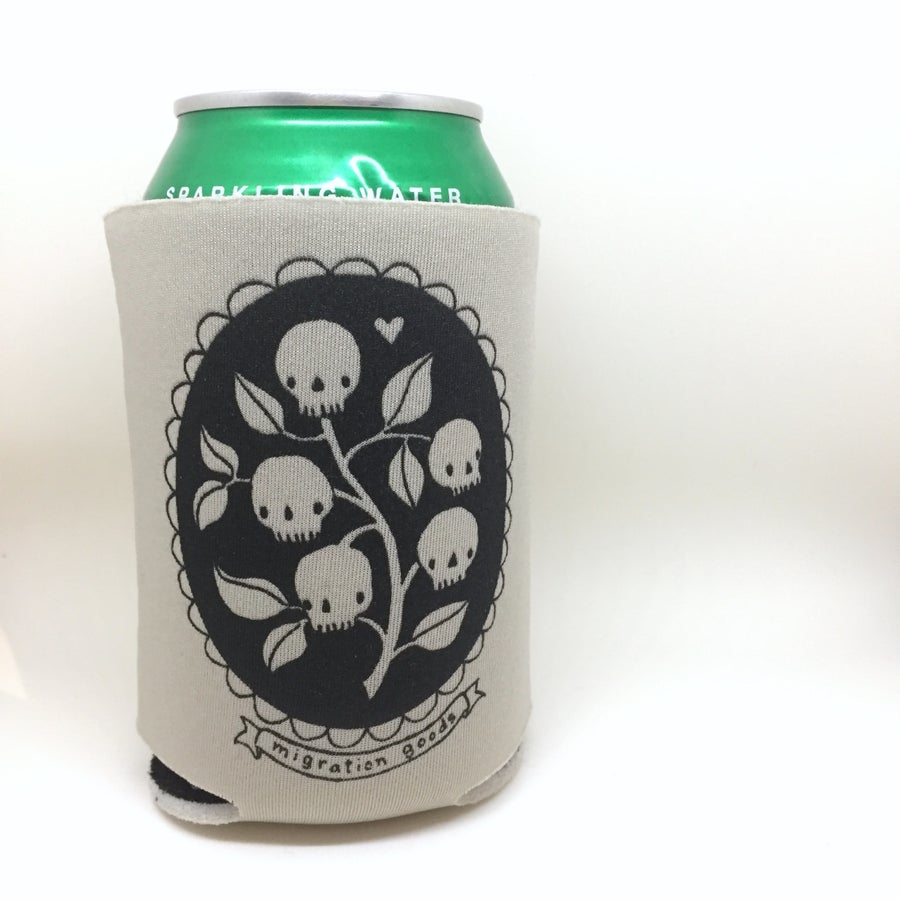 Image of skull cameo can cozies