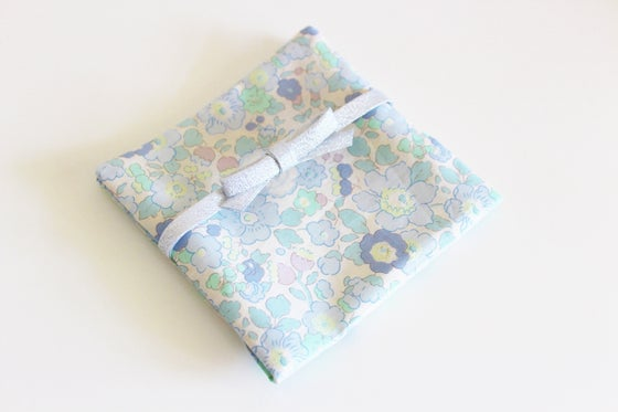 Image of Porte Barrettes Liberty Betsy Smoky Blue - SUR COMMANDE