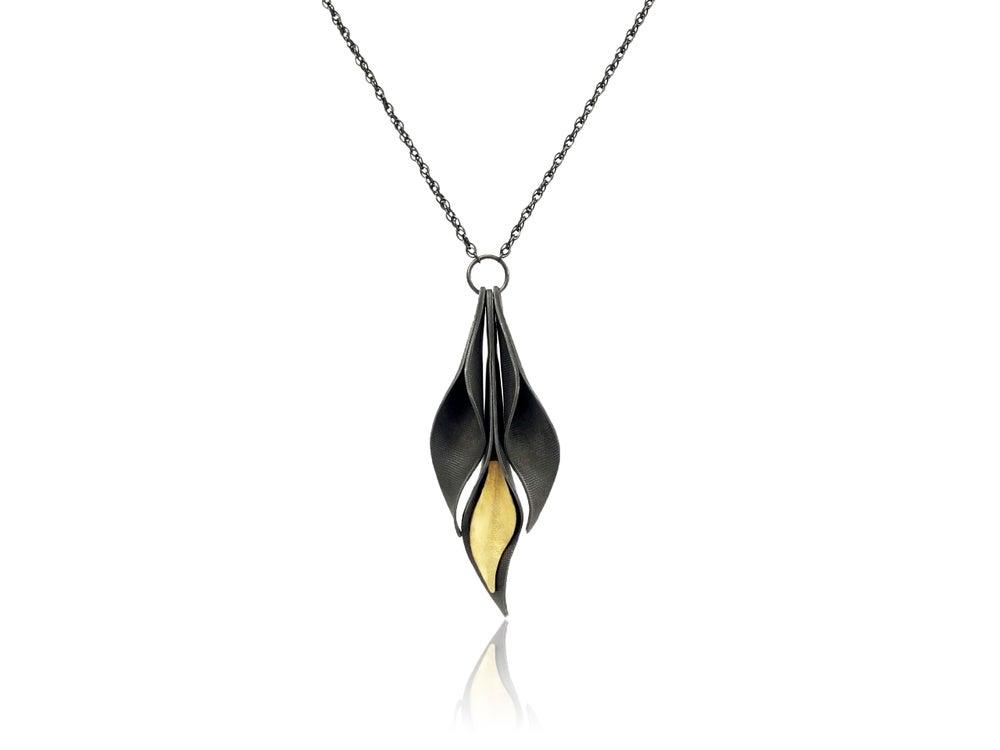 Image of 3 leaf pendant