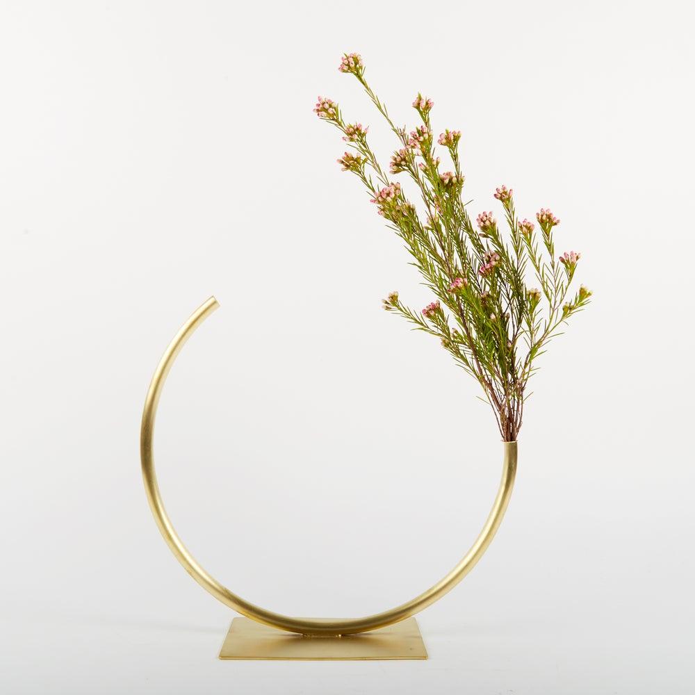 Image of Vase 443 - Edging Over Vase