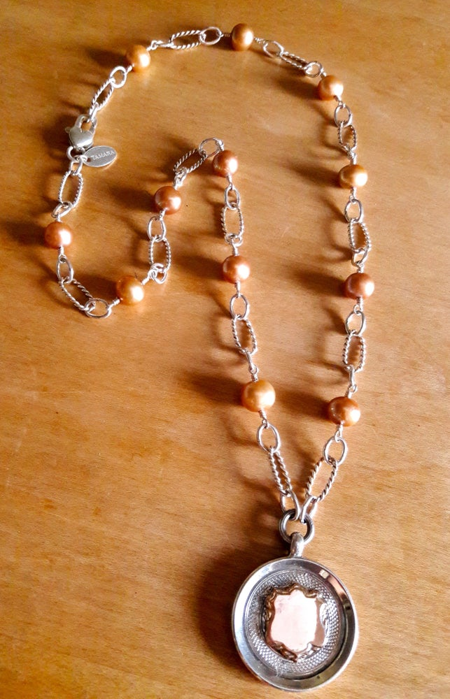 Image of Champagne Pearls with Round Fob 4QK