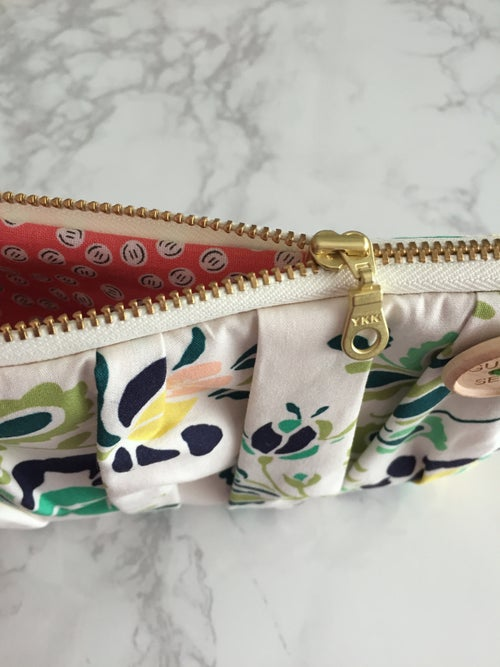 Image of Spearmint Floral medium zip