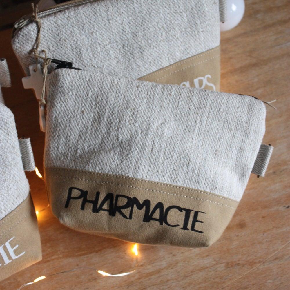 Image of Pochettes, trousses de secours. Reste 1 Pharmacie.