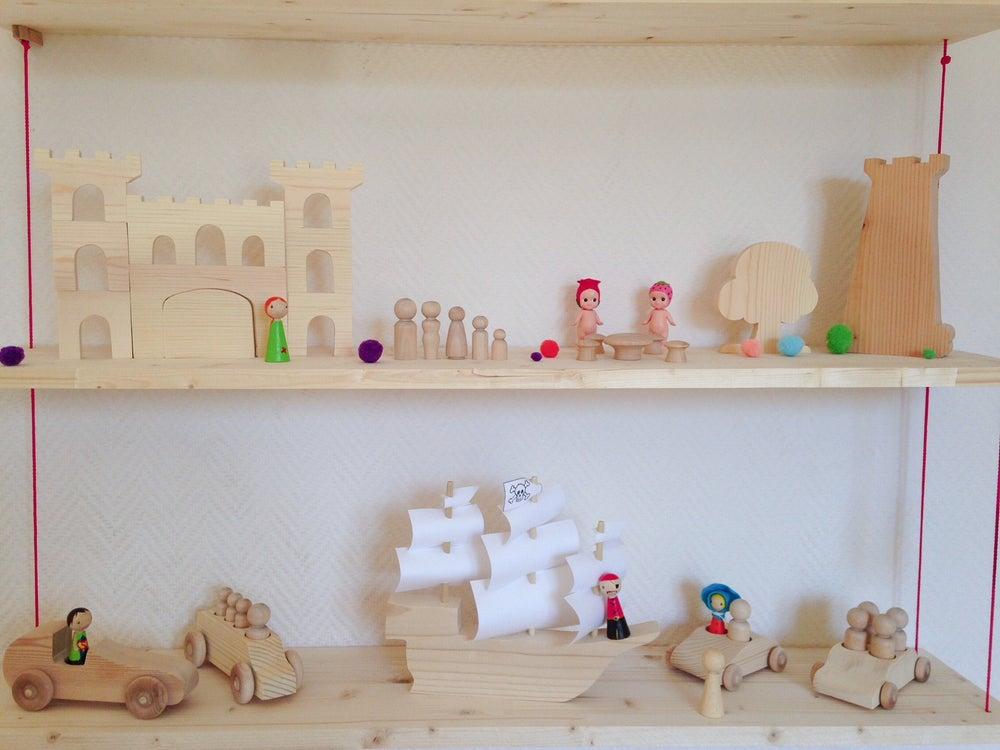 Image of CréaKit : Château en bois (9 pièces) + 2 personnages à créer