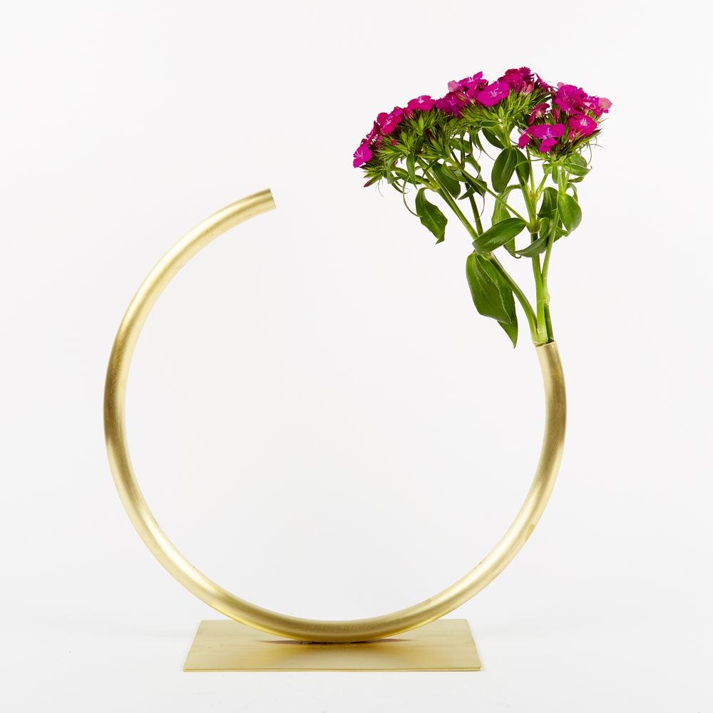 Image of Vase 460 - Edging Over Vase