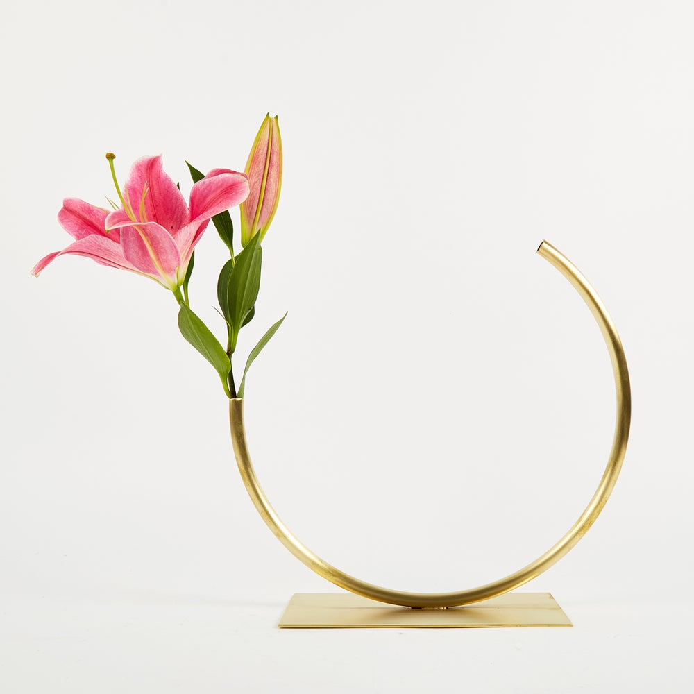 Image of Vase 498 - Edging Over Vase