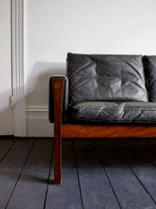 Image of Black Leather Sofa by Hans Wegner