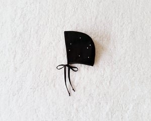 Image of onyx dot bonnet . painted
