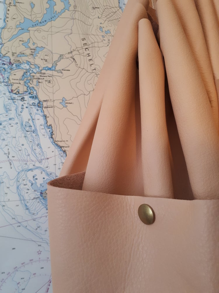 Image of Blush Stevie with pocket