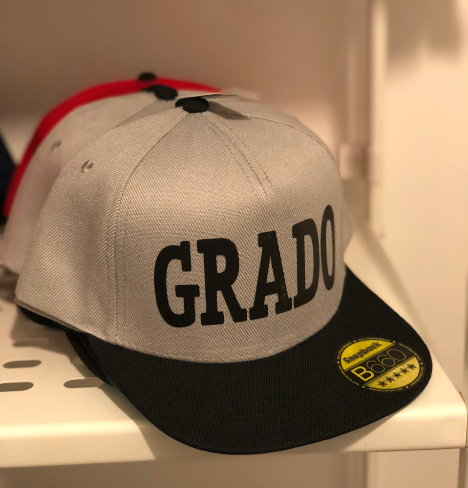 Image of GREY SNAPBACK GRADO CAP!