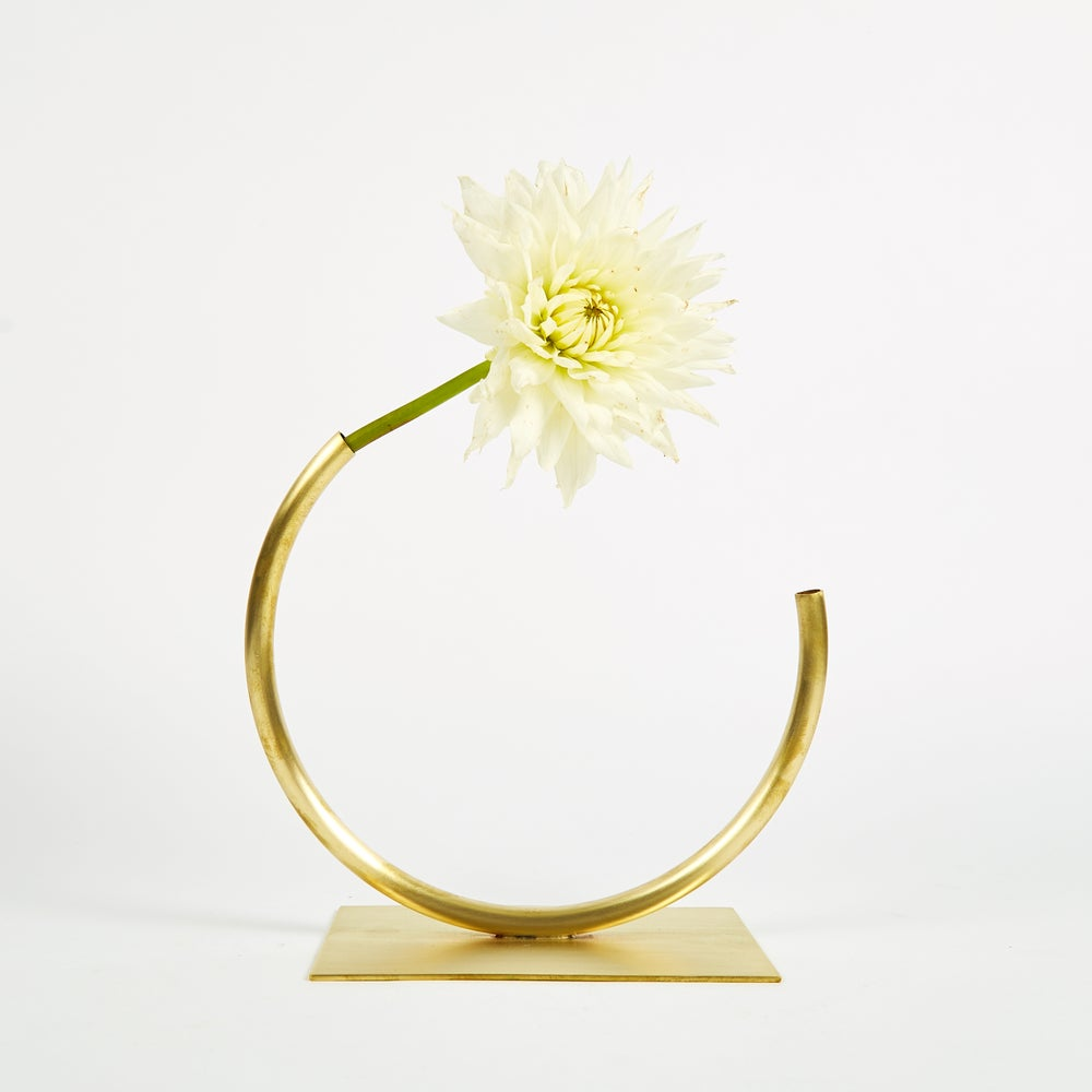 Image of Vase 530 - Leaning Over Vase