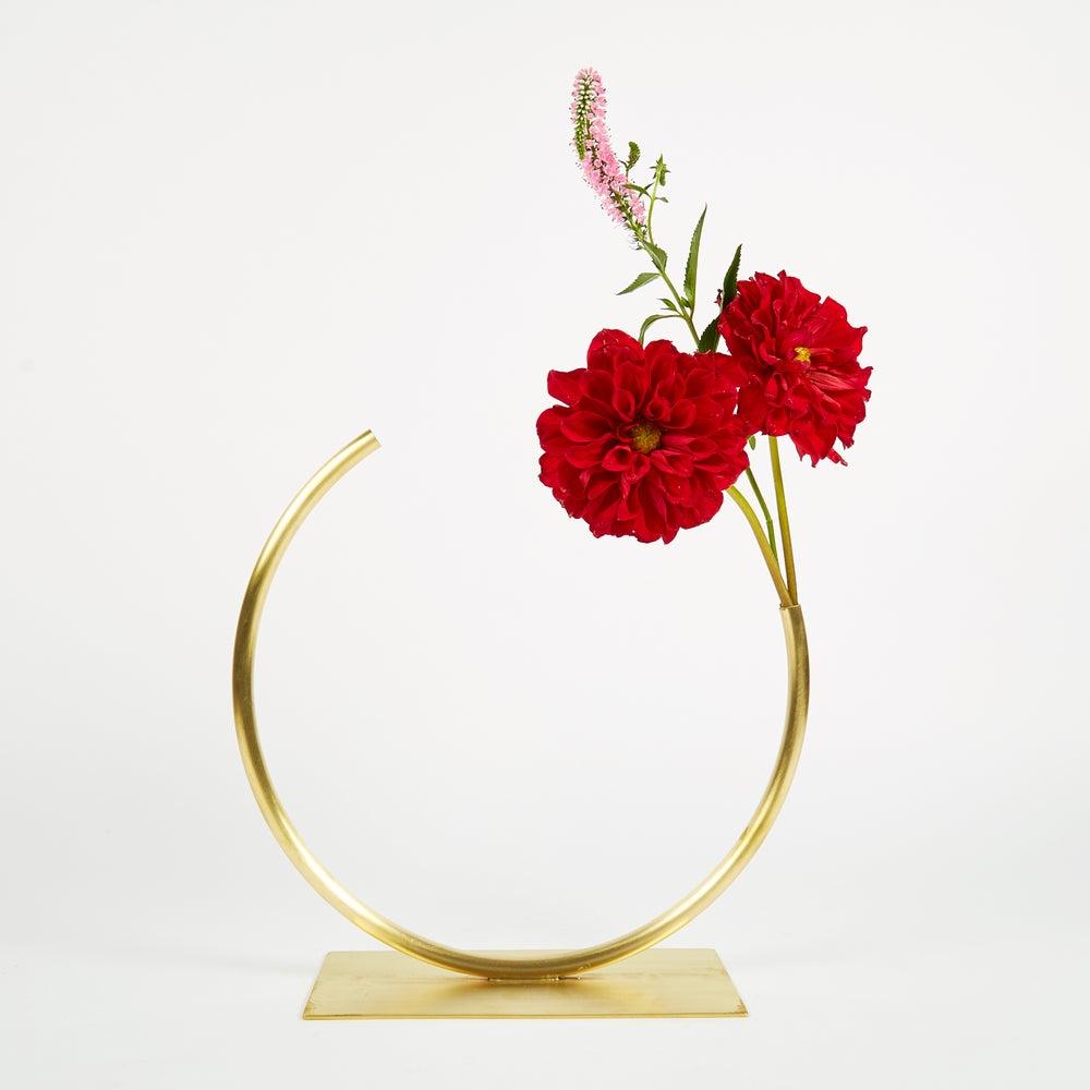 Image of Vase 535 - Edging Over Vase